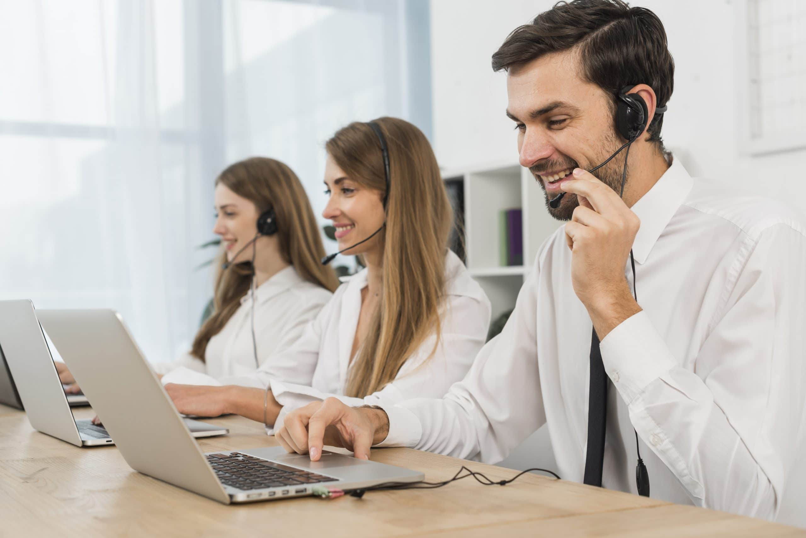 Live chat support agents. Customer service outsourcing